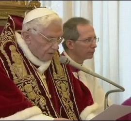 Momento en que Benedicto presentó su renuncia