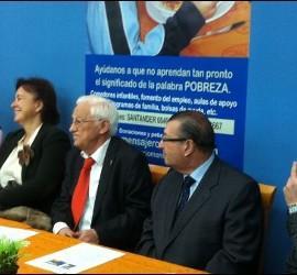 Mesa del acto de presentación del comedor social de Villaverde