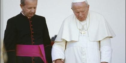 Stanislaw Dziwisz con el Papa Juan Pablo II