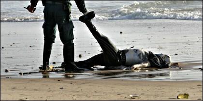 Un inmigrante sin papeles ahogado en el Mediterráneo.