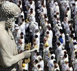 Grupo se sacerdotes en el Vaticano