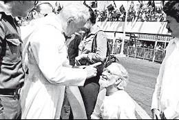 Juan Pablo II, con Ernesto Cardenal