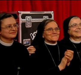 Hermanas de la cogregación de Cristina presencian su actuación