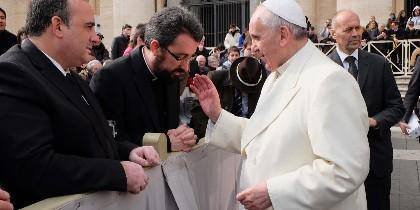 El Papa bendice a Sergio Moreno