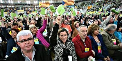 En el centro, la presidenta de la Asamblea Nacional Catalana, Carme Forcadell.