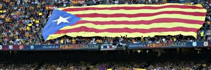 Banderas y gritos en favor de la independencia de Cataluña en el Camp Nou.