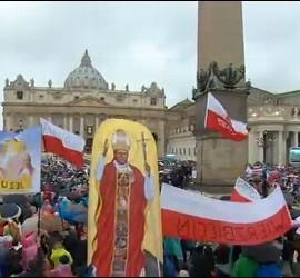 Banderas en la canonización