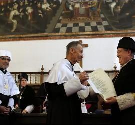 Ladaria recibe el doctorado Honoris Causa