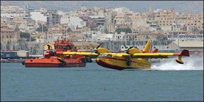 Un avion del SAR repostando en Palma