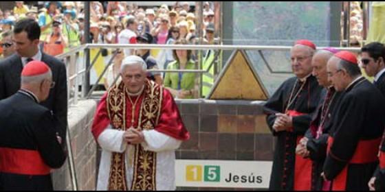 Resultado de imagen de benedicto XVI valencia estacion metro