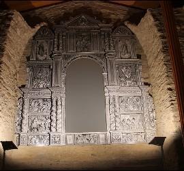 Hueco vacío en honor de la imagen de Santa María de Meritxell, desaparecida durante el incendio