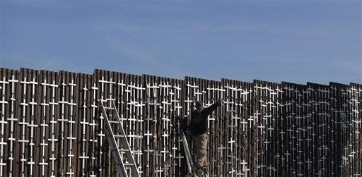Marcelo s nchez sorondo la inmigraci n requerida y for Muralla entre mexico y guatemala