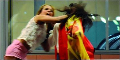 Gloria Camila, enzarzada en plena pelea.