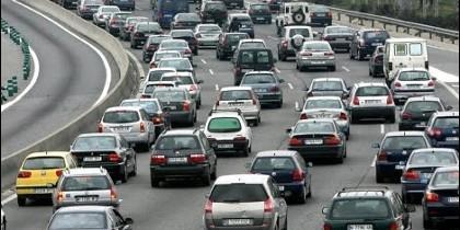 Carretera con tráfico denso