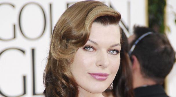 Milla Jovovich Graba La Pr Ima Campa A De Moda Oto O Con El