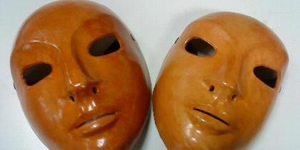 Máscara, corrupción, poder y despilfarro.