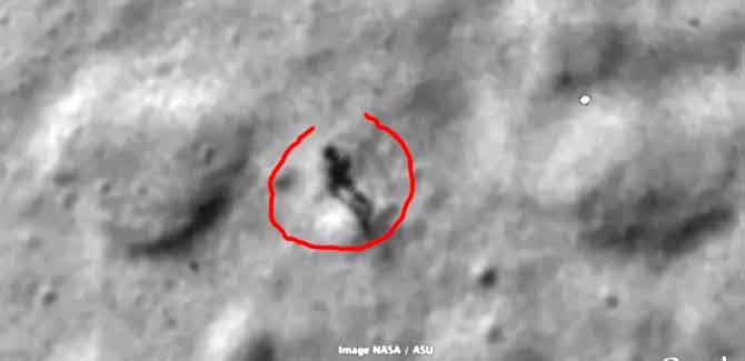 Google Moon: descubren una extraña silueta caminando sobre la Luna Usuarios-del-mapa-lunar-google-moon-han-observado-lo-que-podria-ser-la-figura-de-un-humanoide-y-su-sombra-caminando-sobre-la-superficie-de-nuestro-satelite