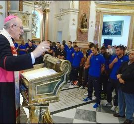 El arzobispo de Valencia, Monseñor Osoro, presidiendo la eucaristía