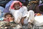 Una niña yazidíe con padre