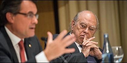 El presidente de la Generalidad, Artur Mas, y el ex presidente de la Generalidad y fundador de CDC y CiU, Jordi Pujol.