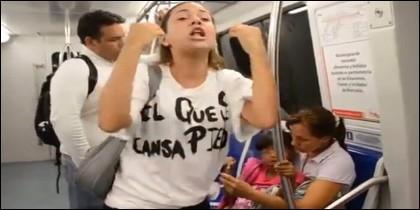 [VIDEO] La mujer protestando.