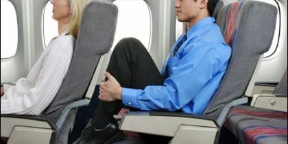 El 'knee defender' impide reclinar el asiento.