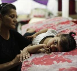 Desplazados yazidíes que huyeron de Nínive en una iglesia de Dohuk