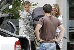 Beatriz Mira, una feliz mamá al lado de Álvaro Fuster