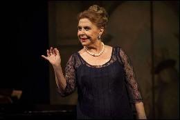 Maria Luisa Merlo muy guapa en la opera de 'Villa Puccini'