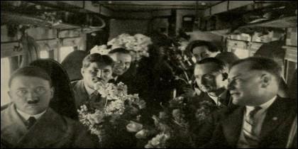 Adolf Hitler y unos amigos