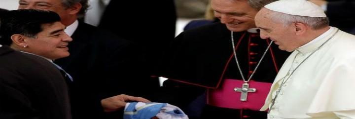 El Papa saluda a Maradona