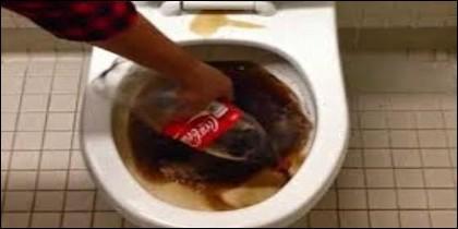 Coca-Cola en el inodoro