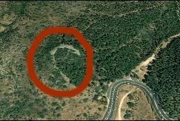 El  monumento de piedra, en forma de media luna, descubierto en Israel.