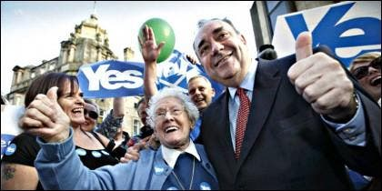 Alex Salmond y los partidarios del sí.
