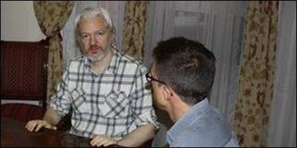 Podemos con Julian Assange.