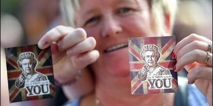 Los unionistas usan a la Reina en la campaña contra la independencia de Escocia.