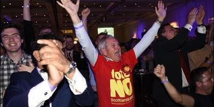 Los británicos celebran el 'No' escocés.