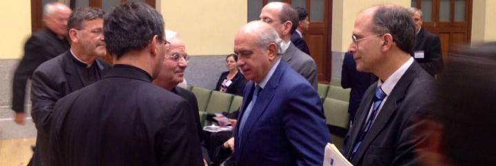 Jorge Fernández Díaz, ayer, con el Nuncio Fratini