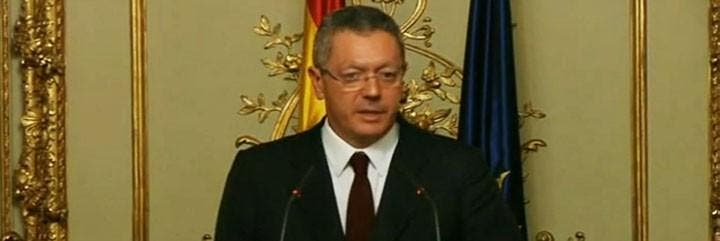 Ruiz-Gallardón presenta su dimisión como ministro de Justicia.