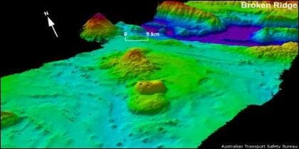 El fondo del océano está marcado por los restos de antiguos volcanes que se conocen como montes submarinos.