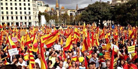 Manifestación a favor de la españolidad de Cataluña y contra el independentismo.