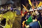 Los Mossos desmantelan una acampada independentista ante la Delegación del Gobierno en Cataluña.