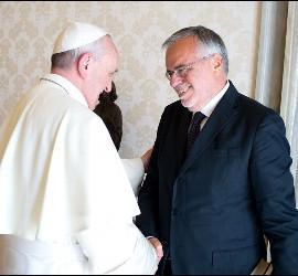 El Papa saluda a Riccardi