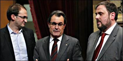 Joan Herrera, junto a Artur Mar y Oriol Junqueras.