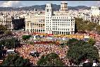 Miles de manifestantes a favor de la unidad de España en la Plaza de Cataluña, el 12 de octubre de 2014.