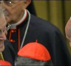 El Papa Francisco, con el cardenal Kasper durante el Sínodo