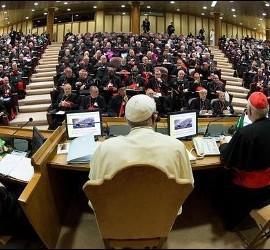 Francisco, en una de las sesiones del Sínodo