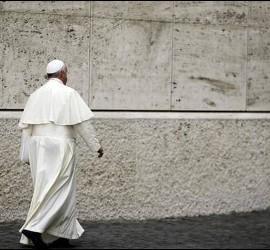 Papa solo y caminando