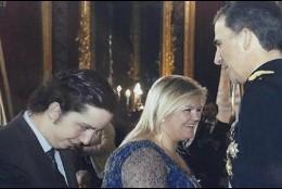 Nicolás saluda al Rey, junto a la empresaria Catalina Hoffmann