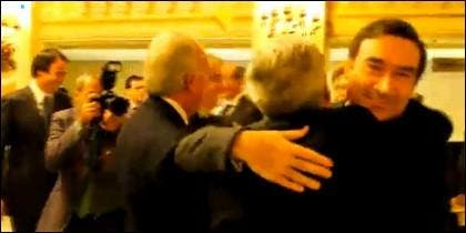 Pedrojota abraza a García-Abadillo.